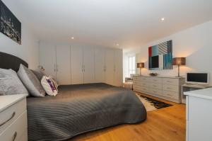 Bedroom 1 - 21